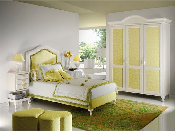 green bedroom for girl